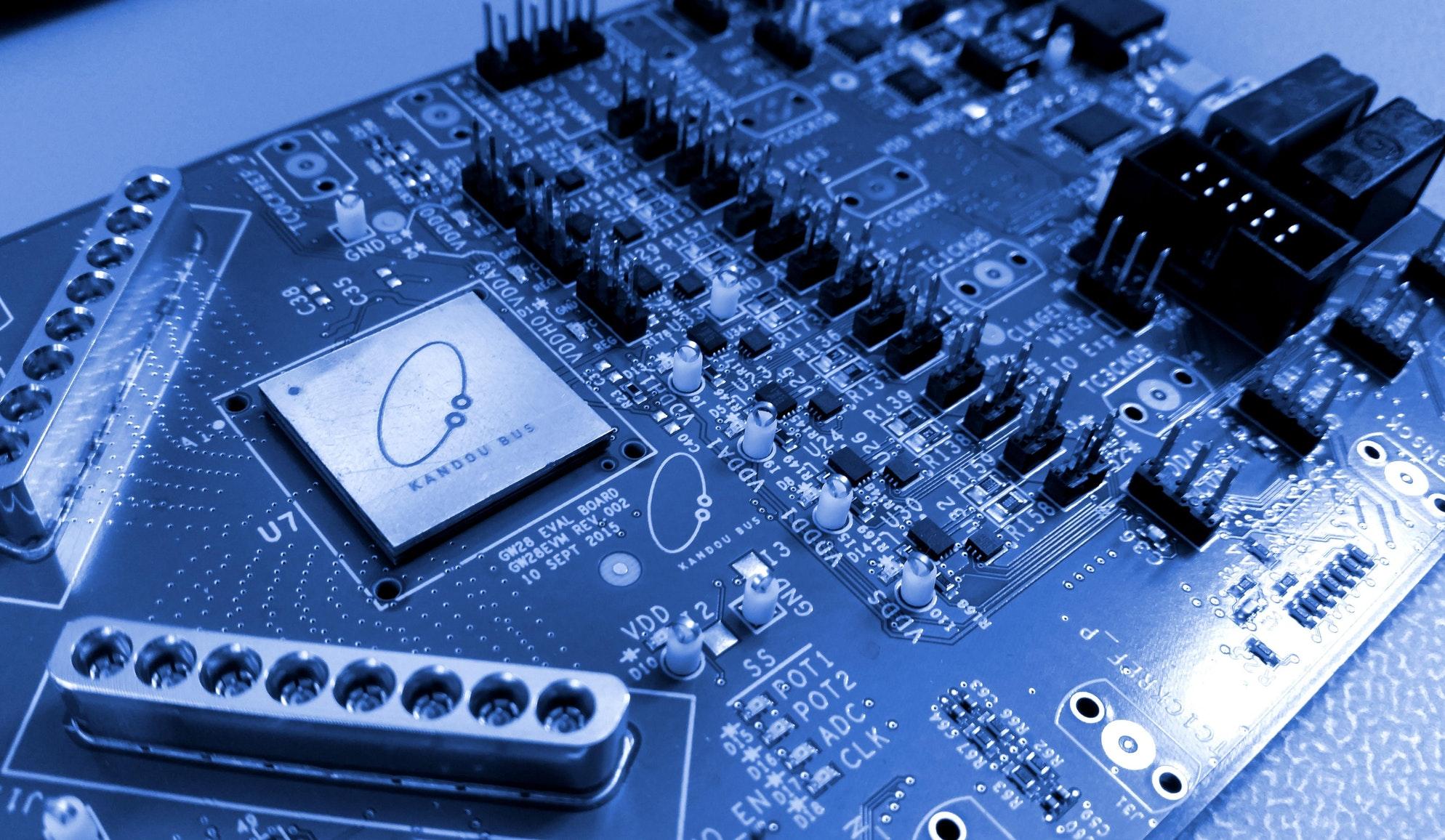Kandou Bus: Low power consumption chip connections