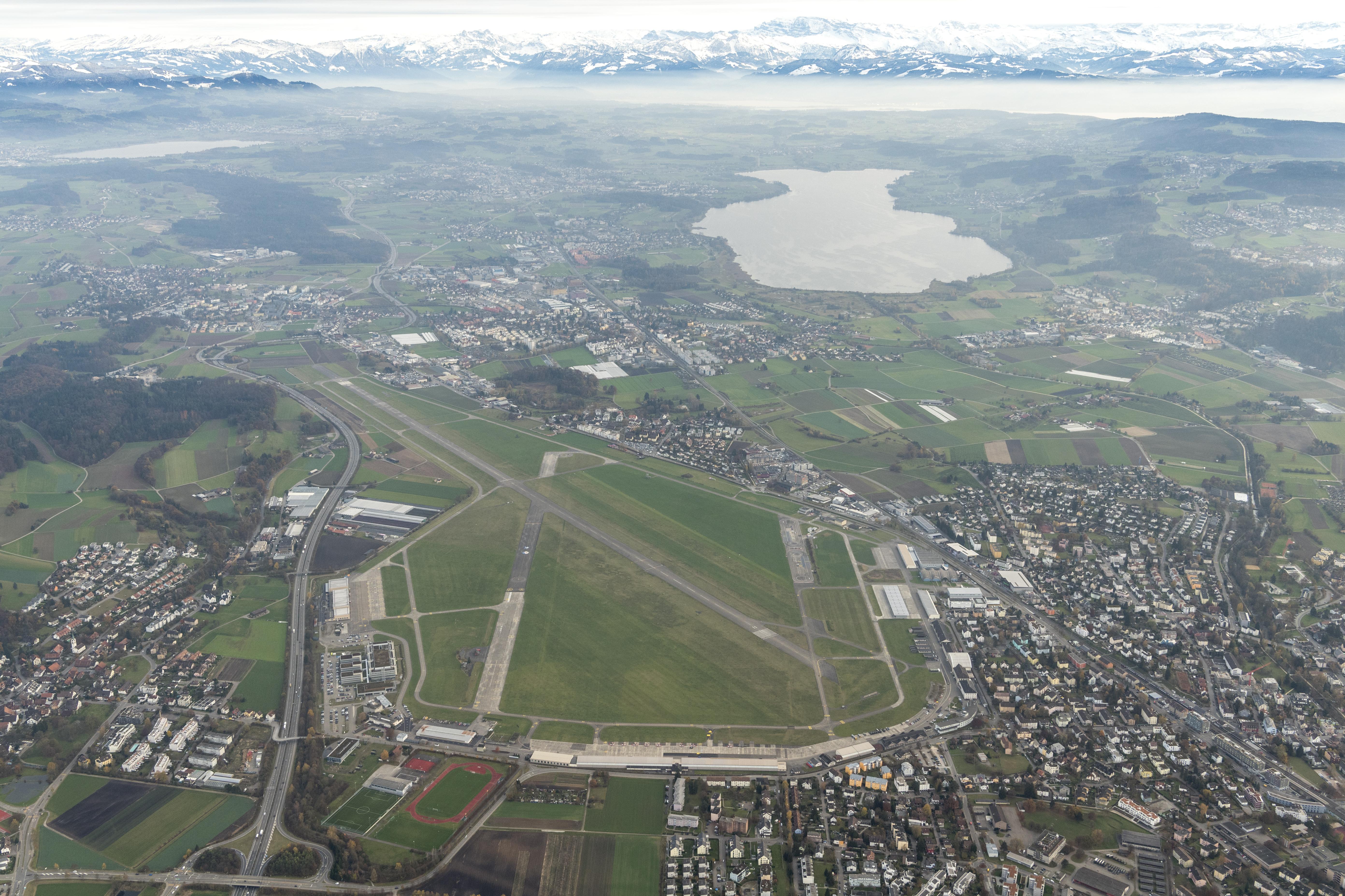 Luftansicht Flugplatz Dübendorf
